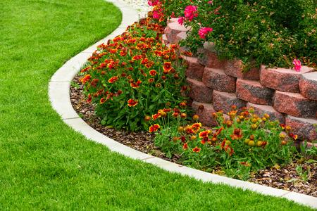 landscaped garden: Garden
