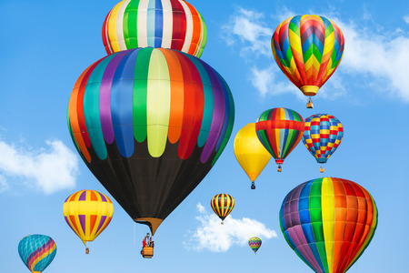 Colorful hot air balloons over blue sky. Banque d'images