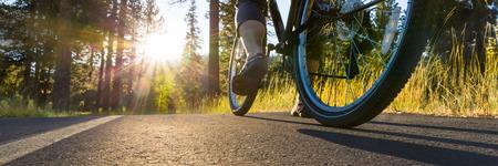 夕暮れ自転車 写真素材