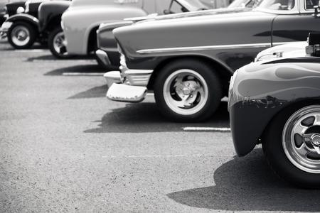 hilera: Los coches clásicos aparcados en una fila