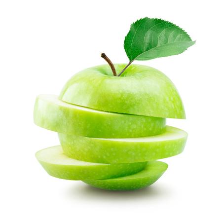 apfel: Stapel von Scheiben geschnittenen grünen Apfel auf weißem Hintergrund