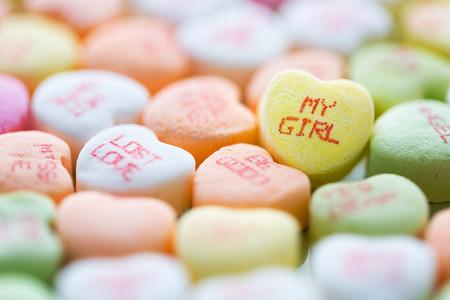 Caramelos en forma de corazón para el Día de San Valentín Foto de archivo - 52328161