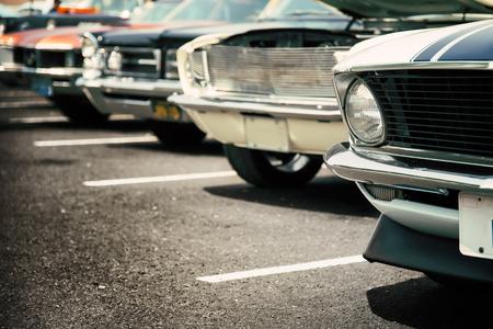 Los coches clásicos en una fila Foto de archivo