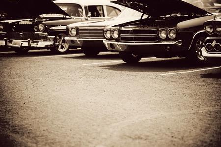 Les voitures classiques dans une rangée