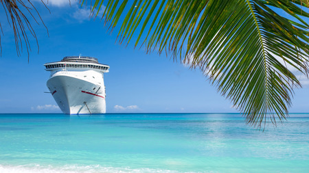 beach panorama: Cruise ship tropical island