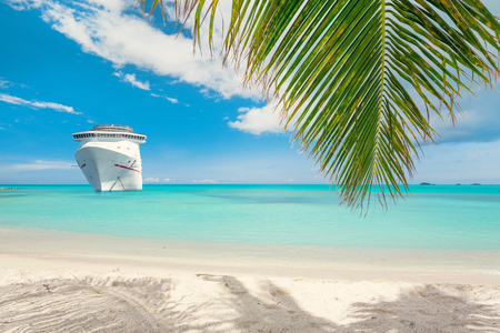 caribbean cruise: Cruise ship tropical beach