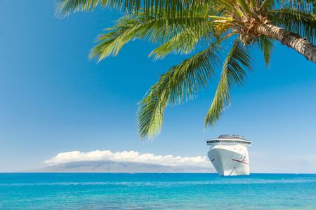 クルーズ船の熱帯ビーチ 写真素材 - 56868251