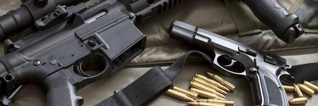 Avec arme de poing carabine et des munitions Banque d'images - 75610796