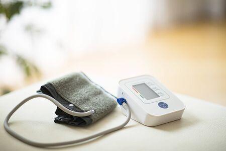 Blutdruckmonitor Standard-Bild
