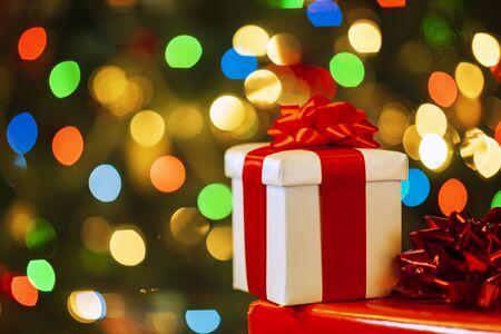 Navidad con cajas de regalo y luces.