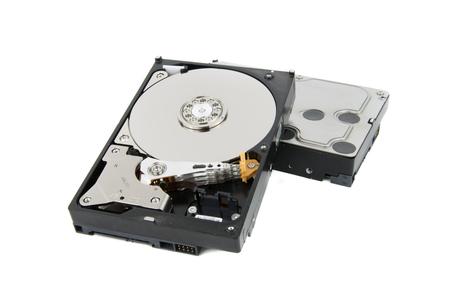 Geassembleerde pc-harde schijven HDD op de witte achtergrond met platters en hoofdstack zichtbaar Stockfoto
