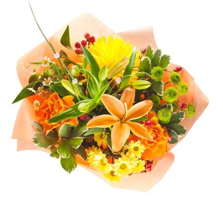 arreglo floral: colorido ramo de flores aisladas sobre fondo blanco Foto de archivo