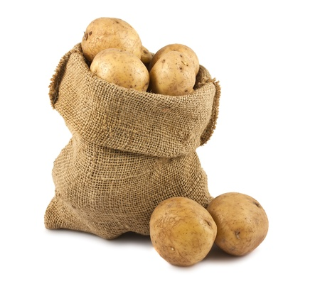 Raw potatoes in burlap sack isolated on white background Standard-Bild