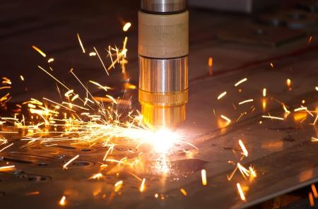corte laser: De metal de corte por plasma de precisi�n industrial CNC