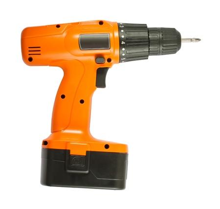 Akumulatorowa wiertarko-pomarańczowy z czarnym baterii samodzielnie na białym tle Zdjęcie Seryjne
