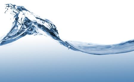 Golven van blauw water op een witte achtergrond