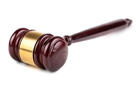 jurado: Casa de madera marrón martillo aisladas sobre fondo blanco