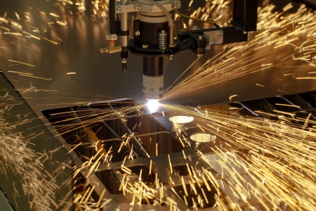corte laser: Plasma máquina de la industria del metal de corte con chispas