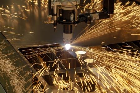 Plasma cutting metalwork industry machine with sparks Standard-Bild