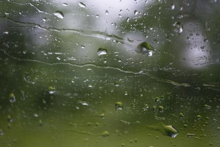 Waterdruppels op een venster