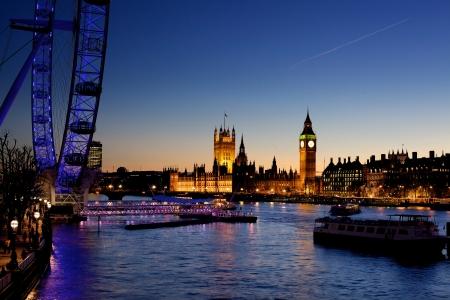 londre nuit: Londres au cr�puscule. London eye, County Hall, le pont de Westminster, Big Ben et chambres du Parlement.
