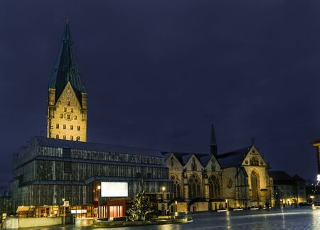 Catholic Paderborn Cathedral, 13th century. 93 m high. Banque d'images