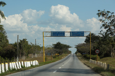 speed limit: Cuban road with signs en speed limit