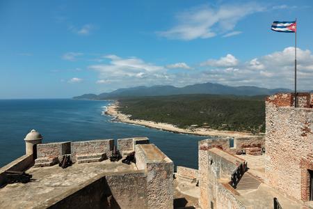 Canons bij kasteel San Pedro de la Roca del Morro met uitzicht op de zee in de buurt van Santiago de Cuba Redactioneel
