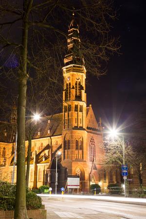lisse: Lisse, Nederland, 30 december 2014 - st. Agatha kerktoren bij nacht in Lisse, Nederland. De kerk werd gebouwd 1902-1903. Redactioneel