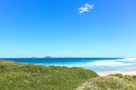 Australische duinen en het strand bij Dark Point Sand Dunes