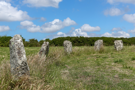 The Merry Maidens is a late neolithic stone circle of 19 standing stones (dancers) and 2 stones knows as the pipers of musicians. The stones are located near St Buryan, in Cornwall, United Kingdom. Banco de Imagens