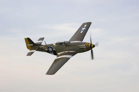 fighter pilot: Un viejo avi�n en una airshow