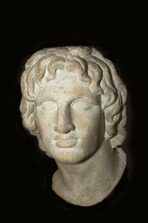 statue grecque: une statue grecque d'un chef isol� sur noir