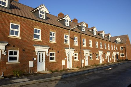 logements: Une ligne de nouvelles maisons en terrasses Banque d'images