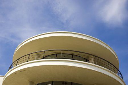 artdeco: Un Art-deco balc�n contra un cielo azul