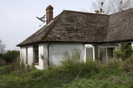 Un vieux bungalow v�tustes et abandonn� dans la campagne anglaise