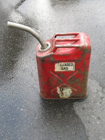 red gas can on the pavement Standard-Bild