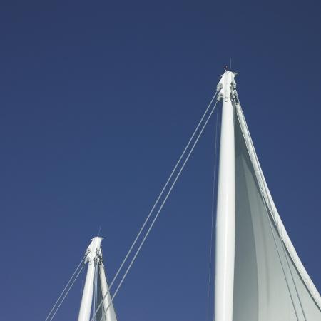 Weiße Segel und blauer Himmel Standard-Bild - 18224819