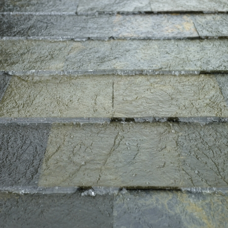 trickle down: tiles with water Stock Photo