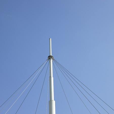 Support wires and white center pole of a tent Standard-Bild