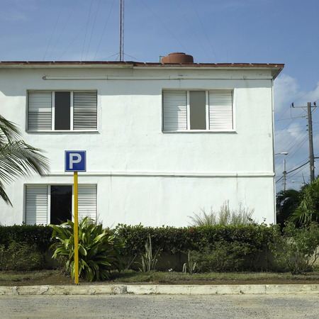 Vacant parking space in front of old house Standard-Bild