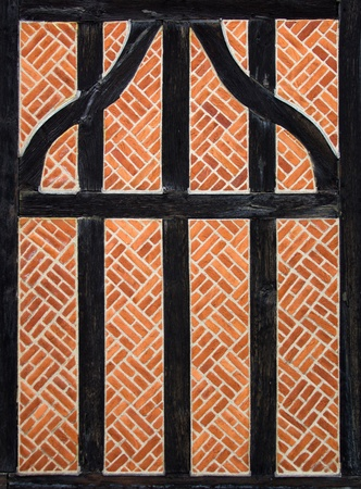 sloping: Traditional English inclined sloping Brick wall Stock Photo
