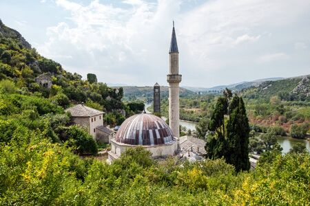 View to the Mosque in small town Pocitelj, Bosnia and Herzegovina Banque d'images