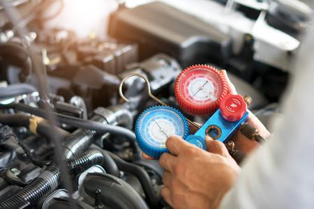 Check car air conditioning system refrigerant recharge Foto de archivo