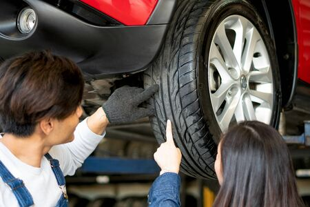 Technicians professional advice on the use of tire. To female customers