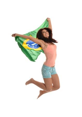 Belle Saut latine avec le drapeau brésilien