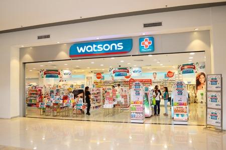 lejano oriente: Watsons tienda de cuidado personal es una de las m�s famosas tiendas de salud y cuidado de la belleza en el Extremo Oriente desde 1828. Editorial