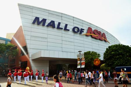 centro comercial: Manila, Filipinas 20 DE ABRIL DE 2015: El logotipo puerta principal de SM Mall of Asia. SM Mall of Asia está en el puesto 11 del centro comercial más grande en el mundo.