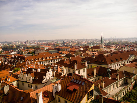 praga: Traditional red roof house in Prague Stock Photo