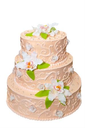 decoracion de pasteles: Pastel de bodas aislado en el fondo blanco
